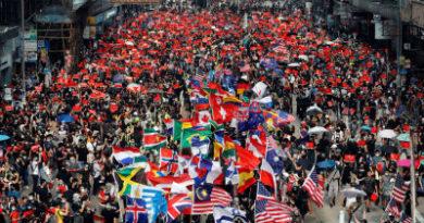 Manifestantes de Hong Kong se arman de más banderas extranjeras incluida la de Timor Oriental