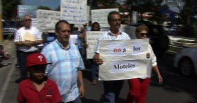 Moradores de Licey al Medio protestan en rechazo de la construcción de motel cerca de una escuela