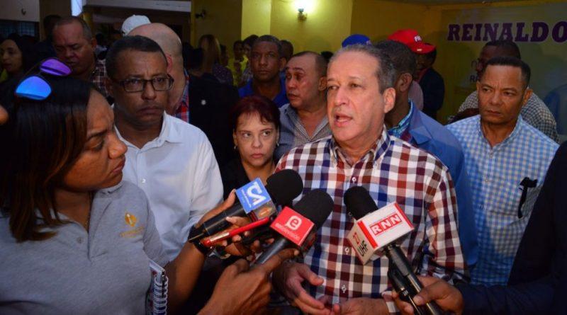 ATENCIÓN: Reinaldo advierte que el PLD no puede llevar un gallo pelón en el 2020