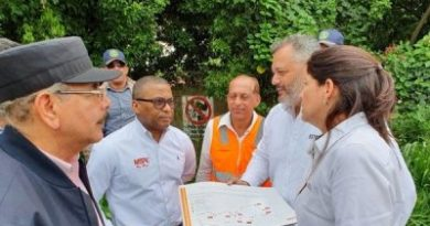Presidente Medina supervisa construcción carretera turística Gregorio Luperón