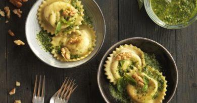 RICAS: Raviolis de mozzarella, albahaca y nueces