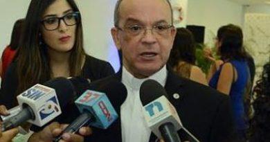 """Rector PUCMM dice partidos políticos basan sus campañas en el """"populismo"""""""