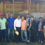 Senador Félix Bautista visita escuela el Hatico del Guanal entregó útiles escolares