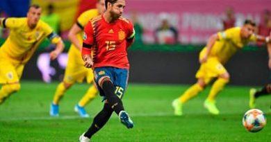 Sufrimiento y puntaje perfecto para España