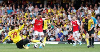 El Arsenal resbala también ante el Watford y se aleja del Liverpool