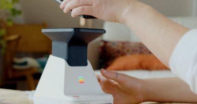 Polaroid Lab no imprime tus fotos del móvil ni las escanea, las revela en papel fotográfico