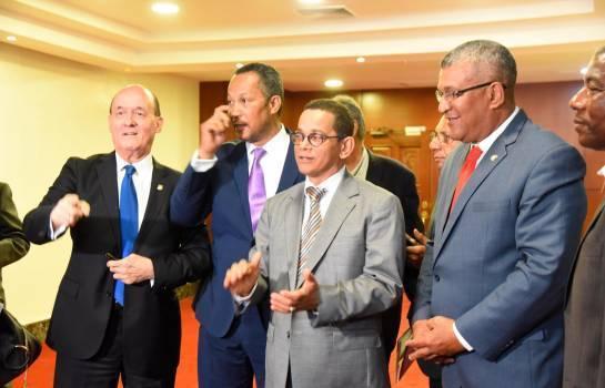 Senadores leonelistas piden Gonzalo se retire ante imposibilidad rebasar amplia ventaja que le lleva LF