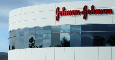 Johnson & Johnson deberá pagar 8.000 millones de dólares a un hombre al que le crecieron los senos por una medicina antipsicótica