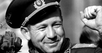 Muere a los 85 años el cosmonauta soviético Alexéi Leónov, el primero en realizar una caminata espacial