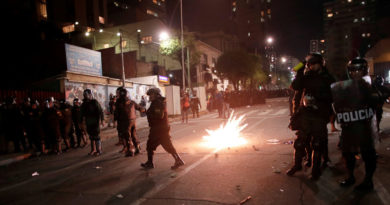 Disturbios y choques entre opositores y la Policía en Bolivia tras resultados preliminares de las presidenciales