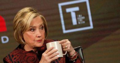 """Hillary Clinton cree que """"Dios la puso en la Tierra"""" para ser presidenta, según un exasesor de su marido"""