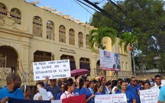 ADP marcha en reclamo terminación de escuelas en Santiago