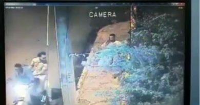 Cámara de vigilacia capta a dos hombres asaltando y golpeando a señor en SPM