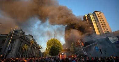 Chilenos se manifiestan ante sede del Ejecutivo en nueva jornada de protestas