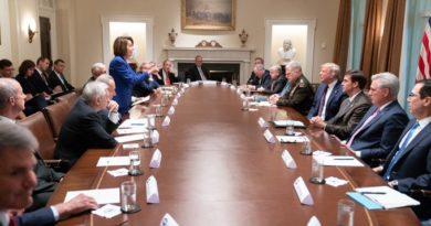 Trump y Pelosi entablan una guerra de ataques verbales tras una reunión sobre Siria