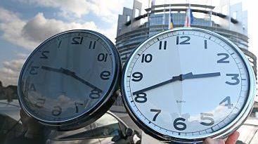 Europa atrasa los relojes una hora el domingo para entrar en horario invierno