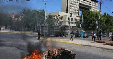 Evacúan el Congreso de Chile por los disturbios en los alrededores del lugar