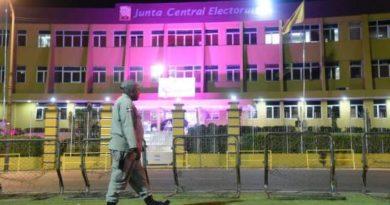 Colocan cerco frente a la sede de la Junta Central Electoral
