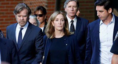 La actriz Felicity Huffman ingresa en prisión por la trama de sobornos en universidades