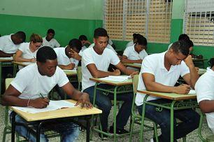 Pruebas Nacionales: Estudiantes de Básica de Adultos y Media superan porcentajes aprobados de últimos 8 años