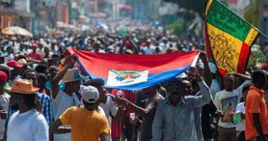 Trabajadores y estudiantes marchan en las calles de Haití contra Moise