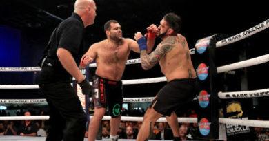 Noquea a su rival tras una lluvia de duros golpes durante un combate de boxeo sin guantes