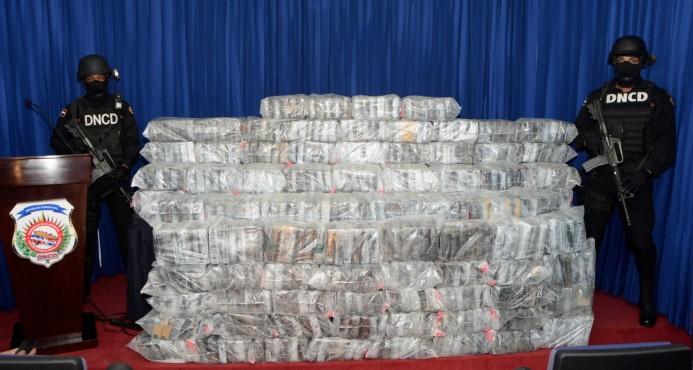 DNCD decomisa 599 kilos de cocaína en alta mar y arresta a tres personas