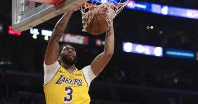 Davis suma 40 puntos y 20 rebotes en triunfo de Lakers