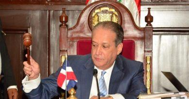 Senado aprueba resolución solicita al Presidente observar cumplimiento de respeto a símbolos patrios