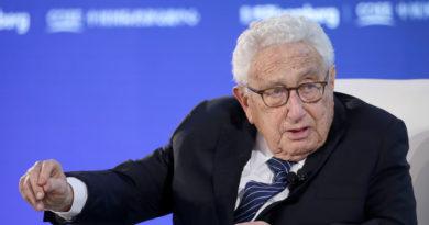 """Kissinger: """"Si la disputa comercial entre EE.UU. y China se desarrolla sin restricciones, el resultado podría ser peor que la I Guerra Mundial"""""""