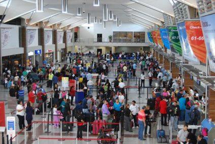 Aplicarán medidas en el AILA ante incremento de pasajeros por Navidad