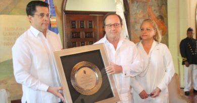 Ex presidente de Francia se compromete a ser embajador de Santo Domingo en el mundo