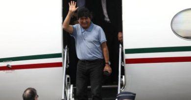 Evo Morales aterriza en México como asilado político