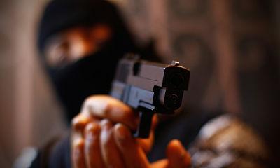 Ladrón de banco en Florida denuncia al cajero por darle más de lo que pedía