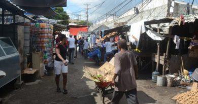 ATENCIÓN: Desorden en el Mercado de Productores de Herrera aleja a compradores
