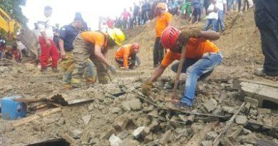 Muere hombre tras caerle encima una pared en Santiago