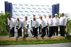 Presidente Medina asiste al primer palazo del parque solar AES Bayasol
