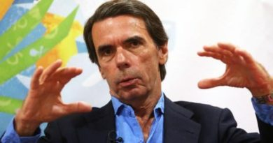 Aznar irrumpe en la campaña en pleno ascenso de Vox