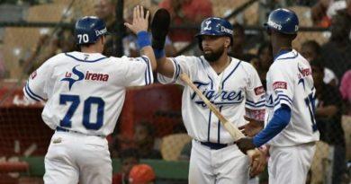 Licey derrota a los Toros; Gigantes y Aguilas triunfan en beisbol de RD