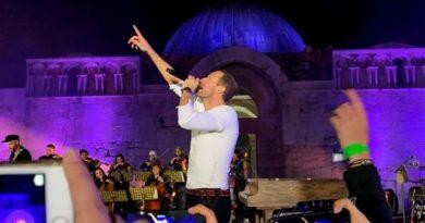 El mejor Coldplay abre su gira más corta con un concierto memorable en Ammán