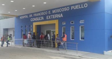 MOSCOSO PUELLO REALIZA EN UN DÍA CIRUGÍAS DE COLOPROCTOLOGÍA A DECENAS DE PACIENTES