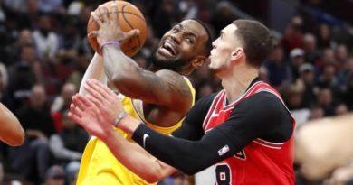 LeBron logra 'triple doble' en triunfo de los Lakers