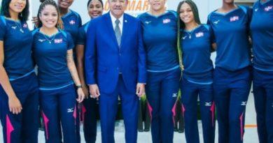 Logmarca reconoce selección nacional de voleibol femenino