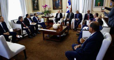 Presidente Medina se reúne con la Comisión de Titulación para conocer estado de los trabajos realizados