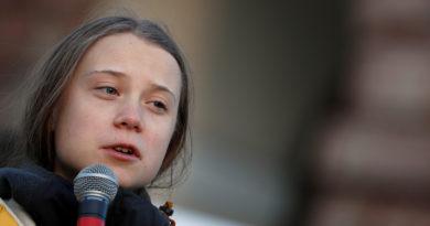 """Greta Thunberg se disculpa por su comentario de poner a los políticos """"contra la pared"""""""