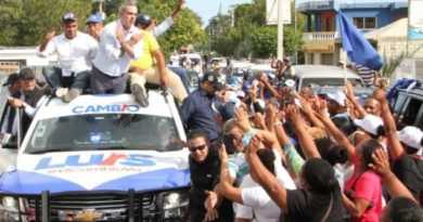 ATENCIÓN: Abinader defiende a estudiantes