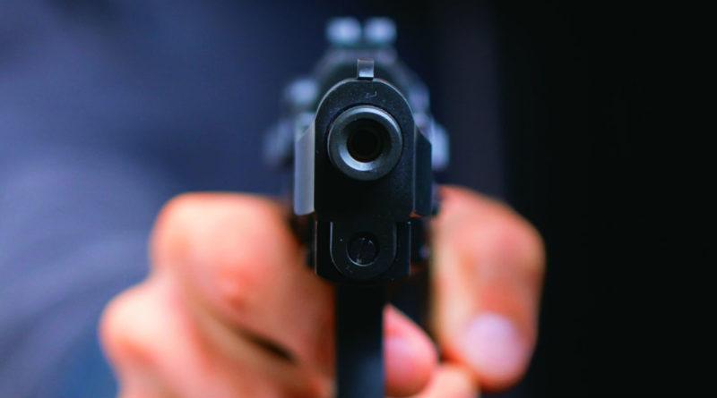 Adolescente de 14 años hiere de un tiro a su hermana y mata a su novio