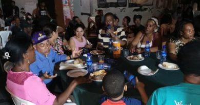 PLD celebra cena de navidad en diferentes barrios de Santo Domingo Este