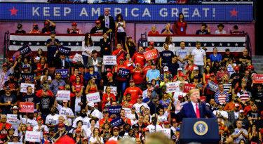 La campaña de Trump retira la acreditación a los periodistas de Bloomberg