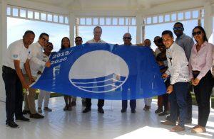 Meliá fomenta preservación de playas: iza su primera bandera azul en Bávaro